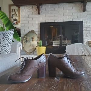 Restricted heels size 7 vintage vibe brown